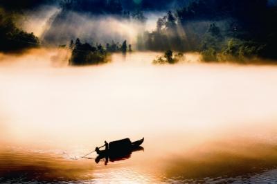 李鑒泉作品《輕舟搖盪水雲間》圖像