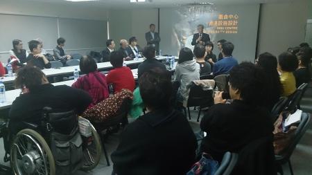不同能力人士參與「藝術通達服務諮詢會── 西九文化區戲曲中心」,表達他們對新建藝術場地的通達設施上的意見
