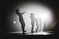 法國五月藝術節 - 瑪莉安.莫婷、搖擺者舞蹈團《中間》
