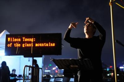 劇場視形傳譯員 Andy 於音樂節目傳譯歌曲