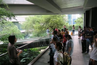 視障人士透過通達導賞認識亞洲協會香港中心