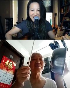 祝先生和周姑娘進行網上敲擊樂